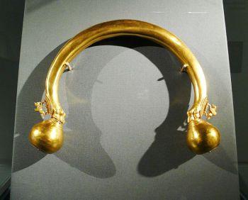 640px-Gold_torque_1