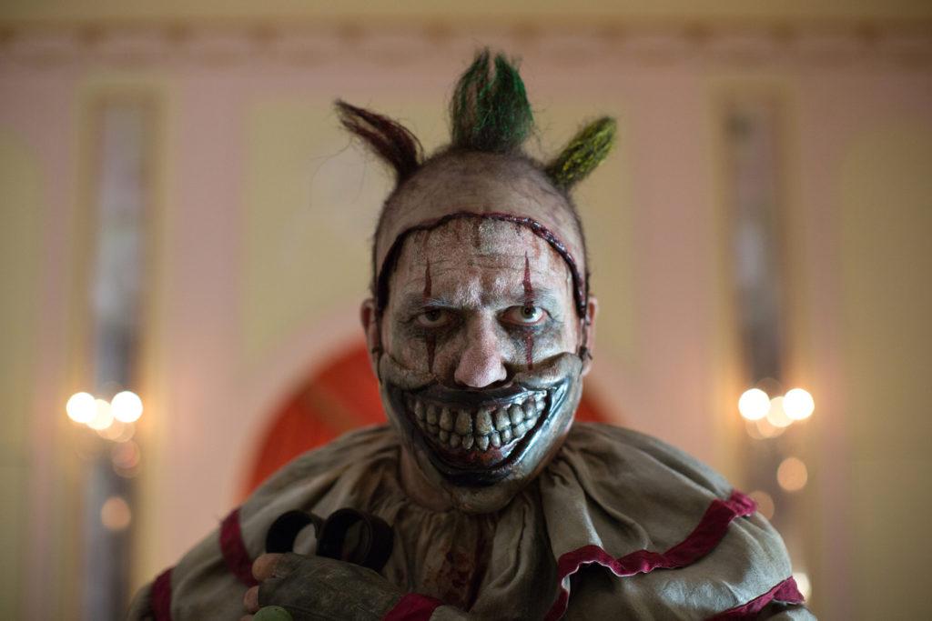 Des bisous du clown de Freak Show